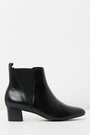 Chelsea Boot by Mode Collective